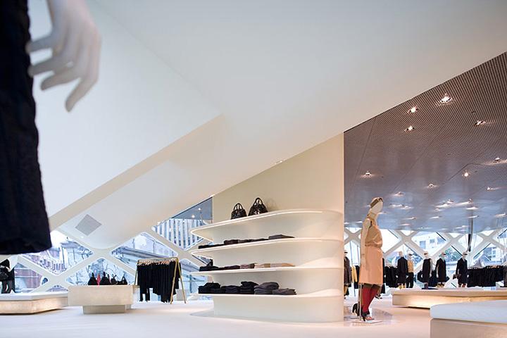 Prada-store-by-Herzog-and-De-MeuronTokyo-03